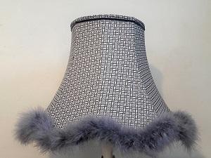 Abat-jour pagode en tissu tendu de coton et finition duvet de cygne bleuté | Abat-jour sur mesure Jade Création