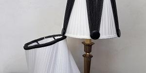 Abat-jour en soie plissée blanche et noire | Jade Création, abat-jour sur mesure