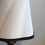 Soie plissée blanche sur abat-jour raffiné | Jade Création, abat-jour sur mesure Haute-Savoie (74)