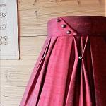 Plissé de soie rouge sur abat-jour | Jade Création, fabrication sur mesure en Haute-Savoie
