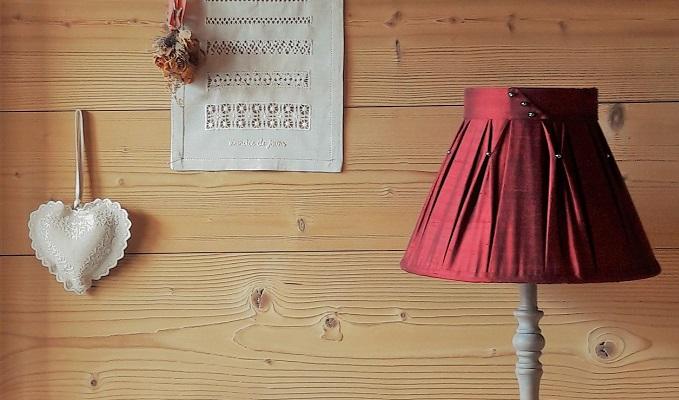 abat jour sur mesure rouge pour int rieur chalet montagne fabrication d 39 abat jour sur mesure. Black Bedroom Furniture Sets. Home Design Ideas