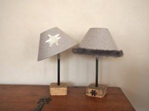 lampes de chevet montagne style chalet en laine avec edelweiss et fourrure