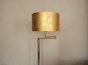 Abat jour cylindre doré revêtu de copeaux de laiton