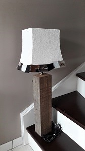 lampe-montagne-chalet-design-jade-creation-vieux-bois-velour-blanc-cuir