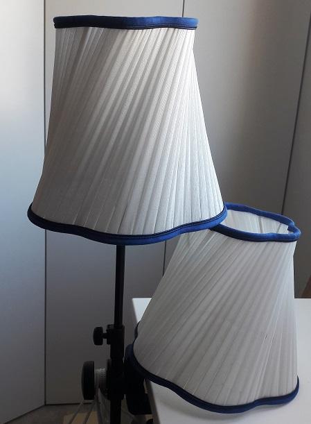 Abat Jour Plisse Oblique En Soie Blanche Elegance Pour Lampe De Chevet