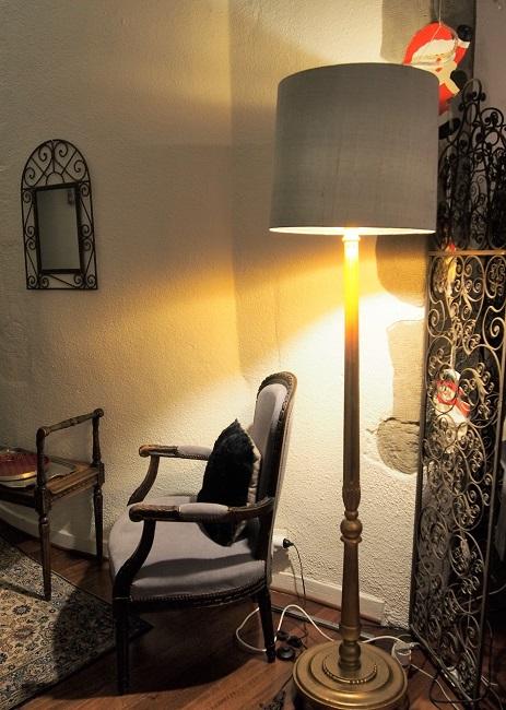 abajour sur mesure pour lampadaire ancien montage lyre soie et interieur or par Jade Creation