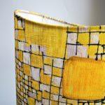 Tissu graphique jaune sur abat jour Jade Creation