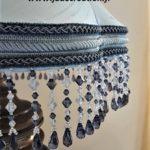 frange perlée sur abat-jour pagode en soie bleue Jade Création