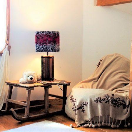 Lampe-design-chalet-montagne-vieux bois-laine-graphique-Jade création